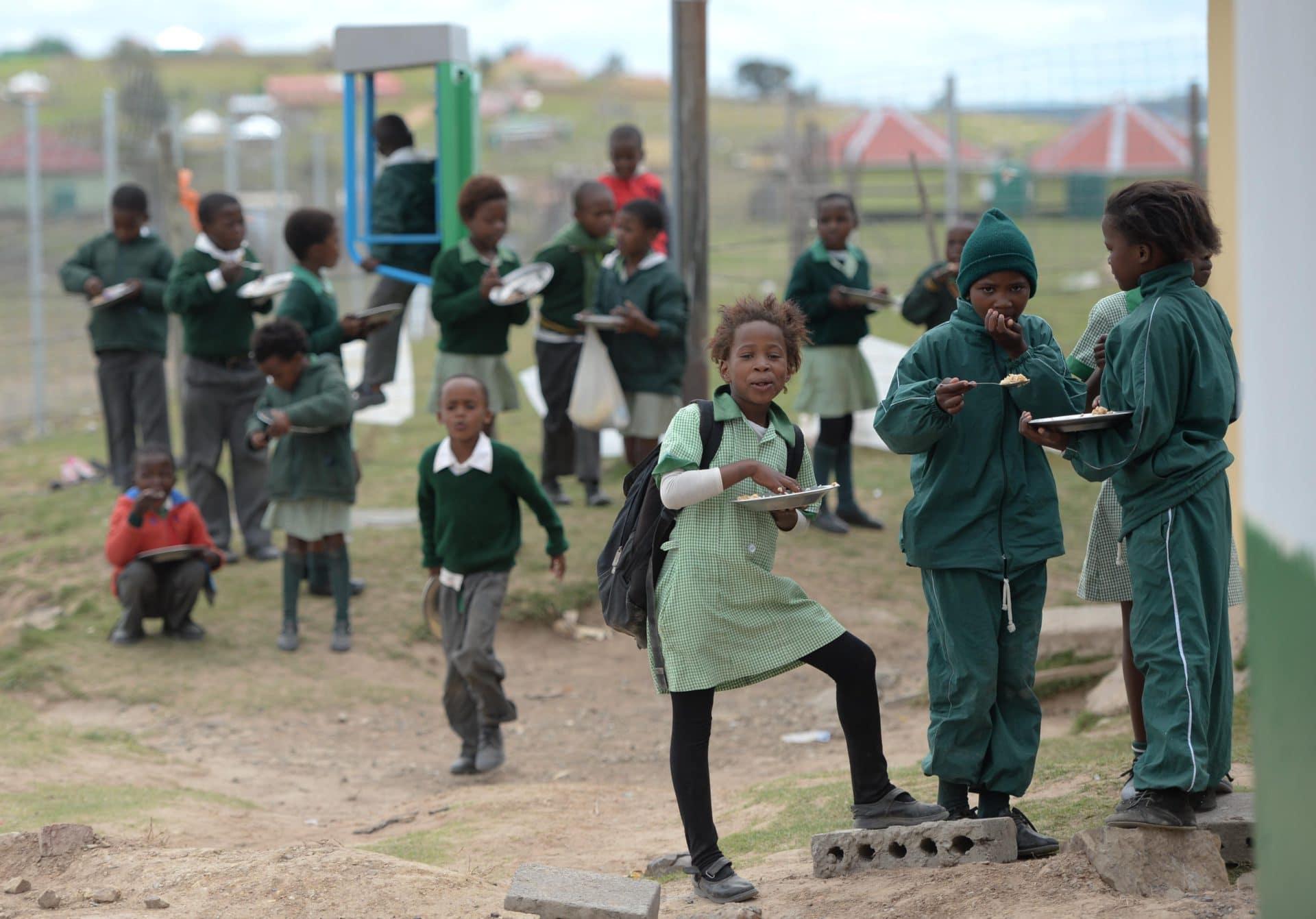 School children eat lunch